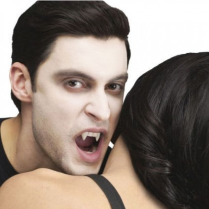 Halloween Make Up Vampire Teeth & Fangs With Fake Artificial Horror Blood