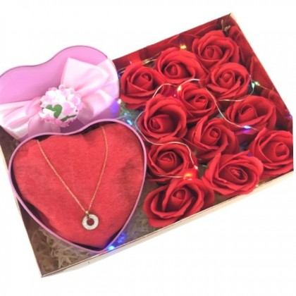 Valentine Package: Valentine's Day Hannah Necklace (18K) with Soap Roses Flower DIY for Her